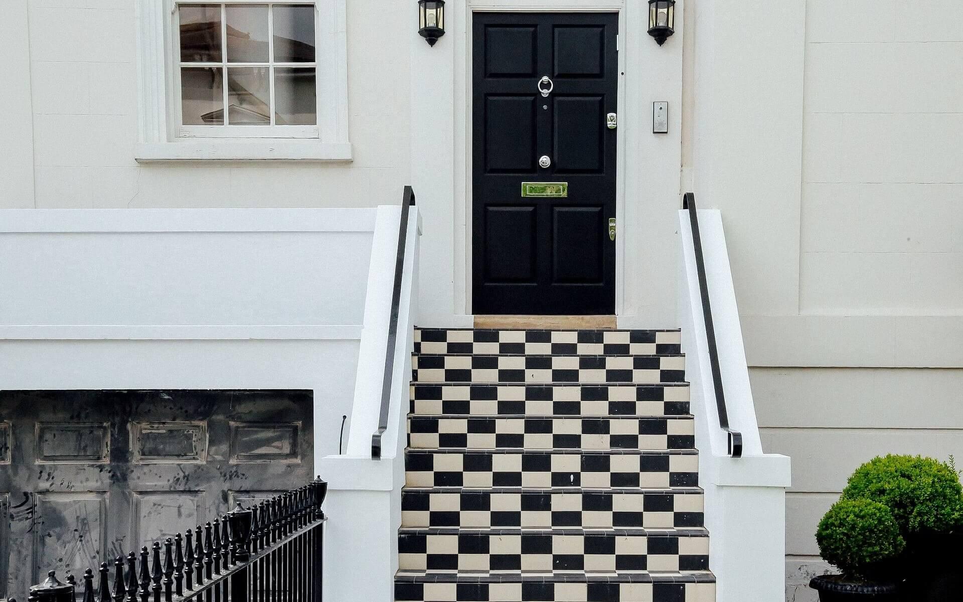 Dörr i brittisk stil